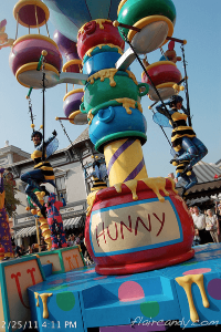 Hong Kong Disneyland Flights of Fantasy Parade Flying Bees Hunny.png